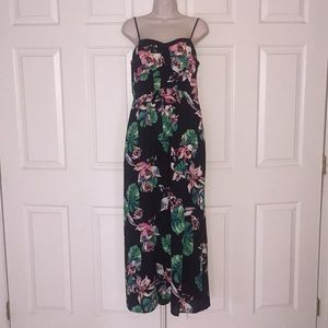 💕NEW LISTING💕 Tropical Print Maxi Dress